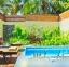 حمام-سباحة-خاص-في-فيلا-مطلة-على-الحديقة--فندق
